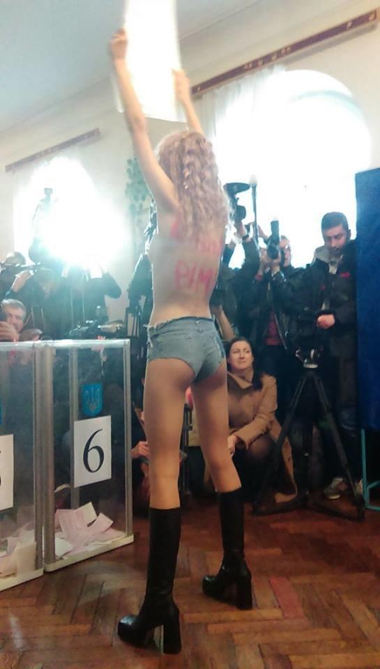 В Киеве активистка Femen «напала» на Кличко (ФОТОФАКТ) (фото) - фото 1