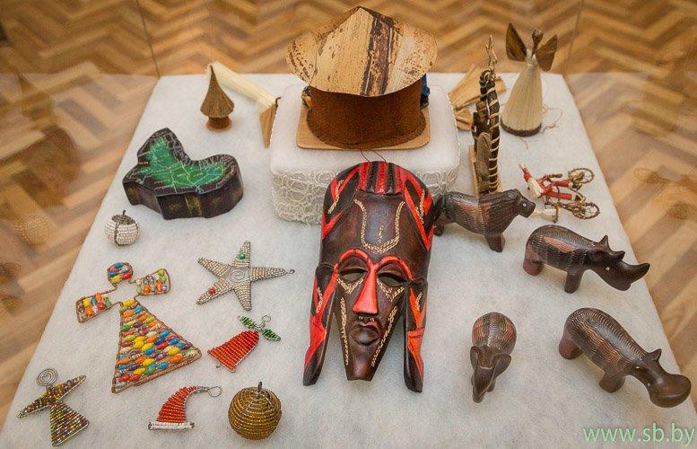 В Гродно в Новом замке открылась уникальная выставка елочных игрушек (фото) (фото) - фото 8