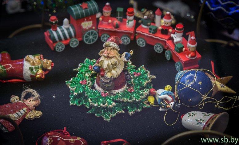 В Гродно в Новом замке открылась уникальная выставка елочных игрушек (фото) (фото) - фото 12