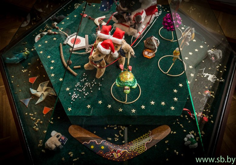 В Гродно в Новом замке открылась уникальная выставка елочных игрушек (фото) (фото) - фото 1