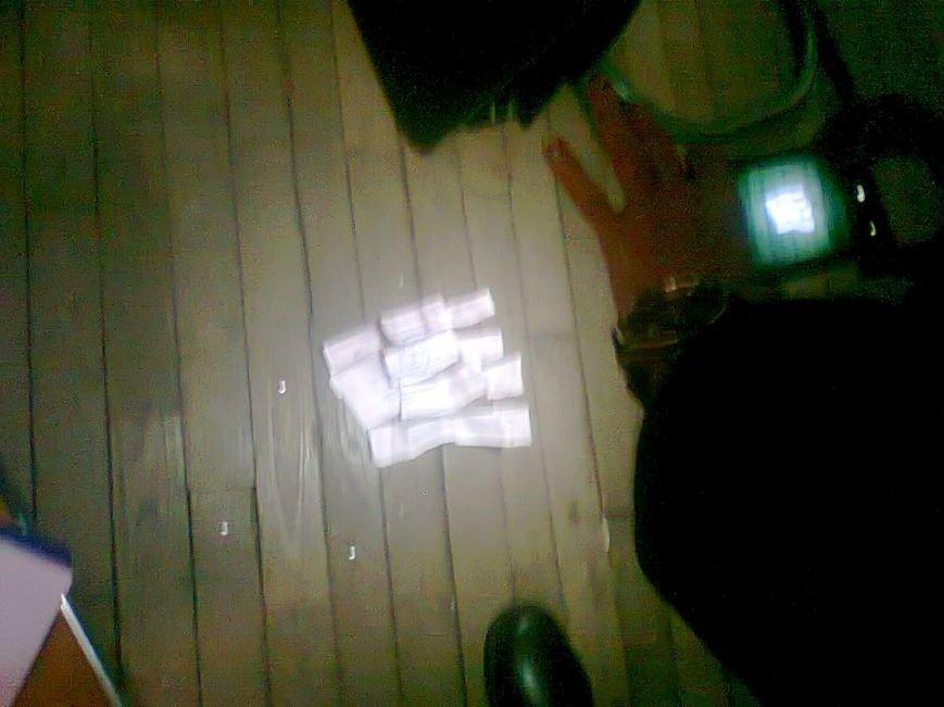 Киевлянин демонстративно разорвал бюллетень и бросил его в урну, - ОПОРА (ФОТОФАКТ) (фото) - фото 2