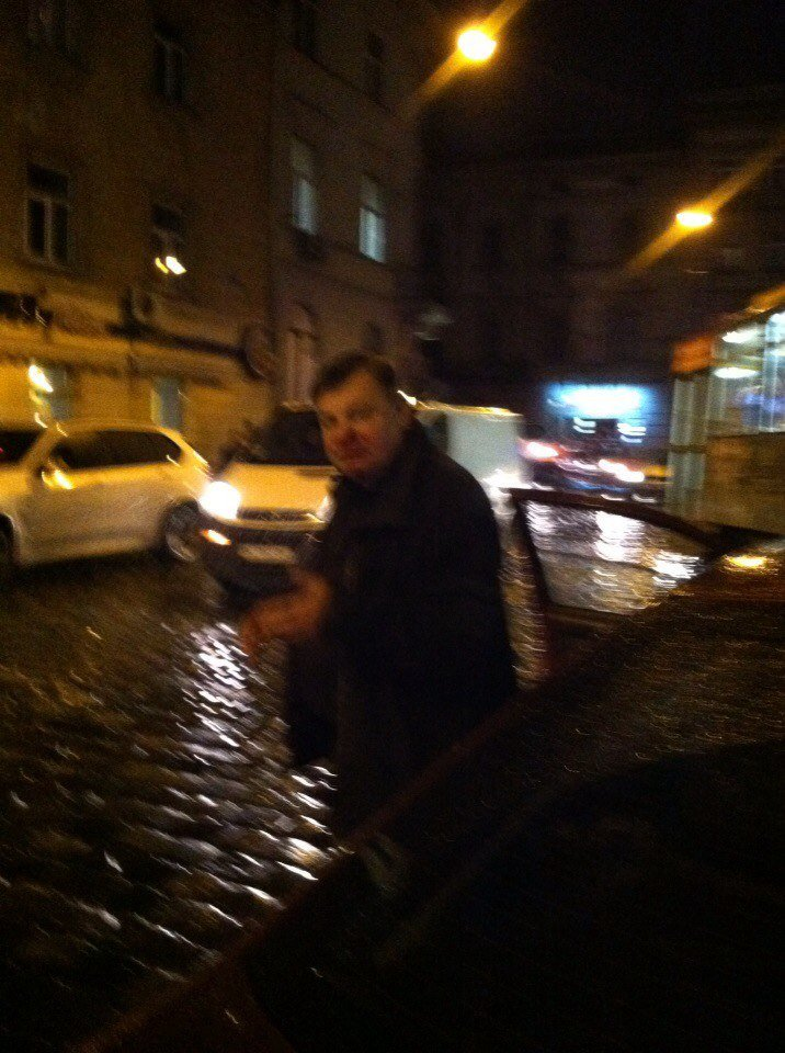 У Львові нетверезий чоловік вчинив наїзд на дівчину на пішохідному переході (фото) - фото 1
