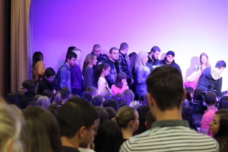 В Днепропетровске презентовали книгу «Где ест и с кем спит Фреймут» (ФОТО, ВИДЕО), фото-1