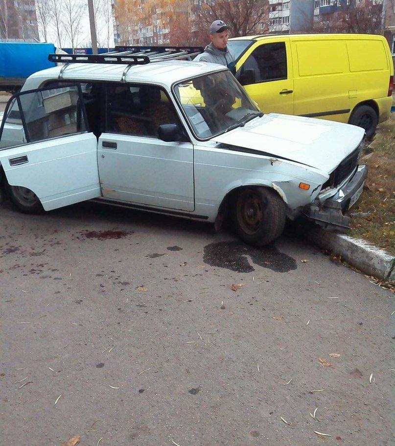 В Кировограде автомобиль чуть не сбил ребенка и врезался в иномарку. ФОТО (фото) - фото 2