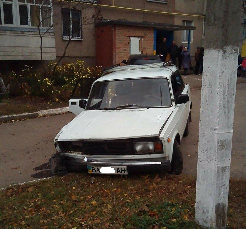 В Кировограде автомобиль чуть не сбил ребенка и врезался в иномарку. ФОТО (фото) - фото 1