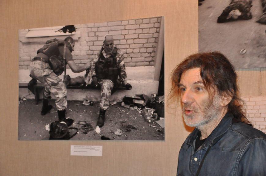 Фотовыставка «Иловайск» открылась в музее истории Днепродзержинска, фото-3