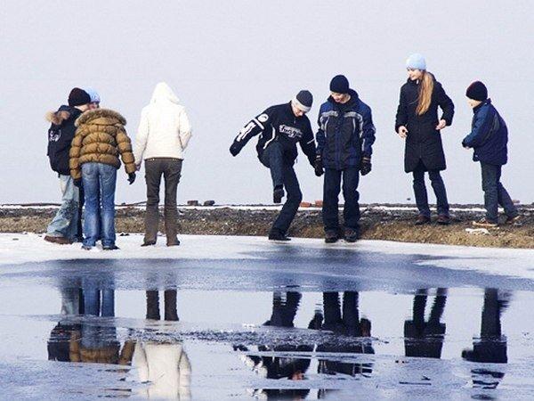 МЧС ТиНАО  предупреждают об опасности тонкого льда (ФОТО) (фото) - фото 1