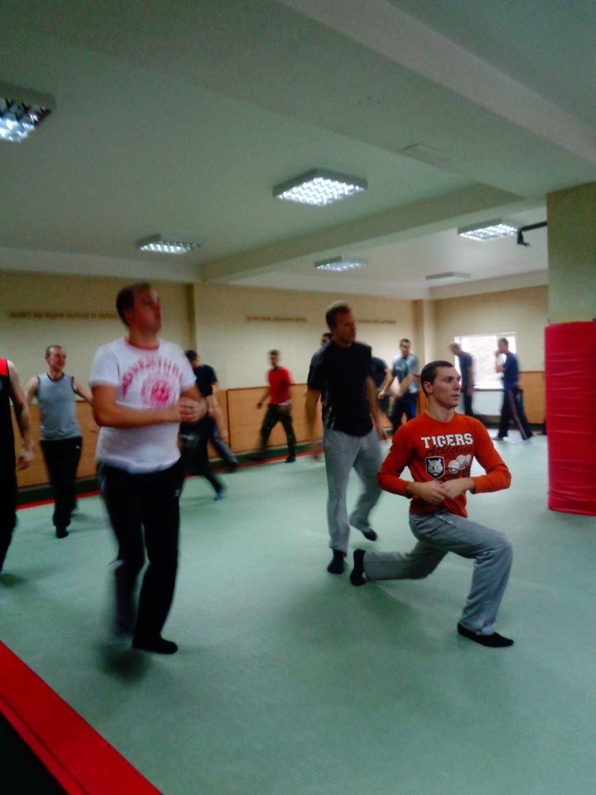 В Днепропетровске продемонстрировали новых полицейских (ФОТО) (фото) - фото 1