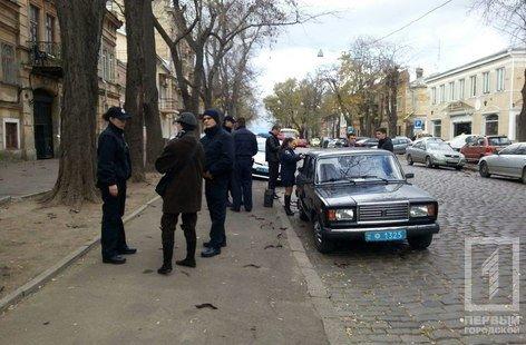 Опасный ветер в Одессе: из-за сильных воздушных порывов в городе серьезно пострадала женщина (ФОТО) (фото) - фото 1