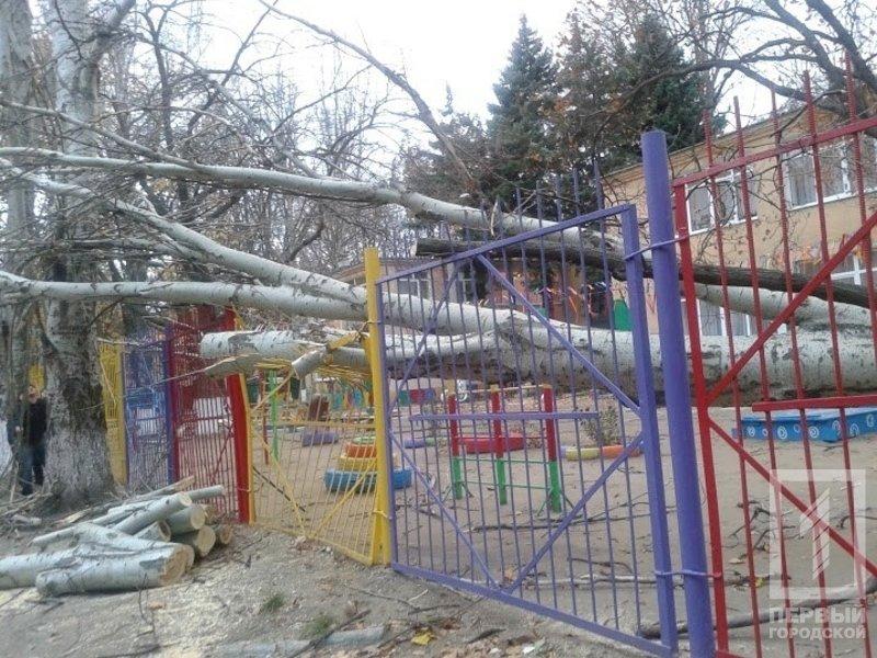 721202f443f0bb0dfbe2bb86ea03f074 Опасный ветер в Одессе: из-за сильных воздушных порывов в городе серьезно пострадала женщина