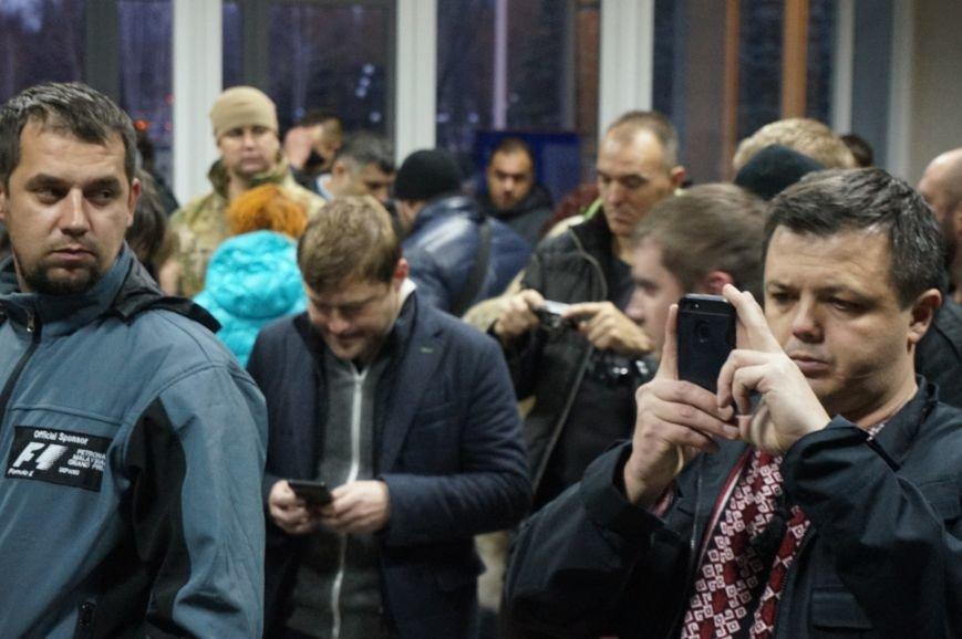 Криворожане пришли в горисполком требовать от председателя избиркома ответов по скоропостижному подсчету голосов (ФОТО) (фото) - фото 3