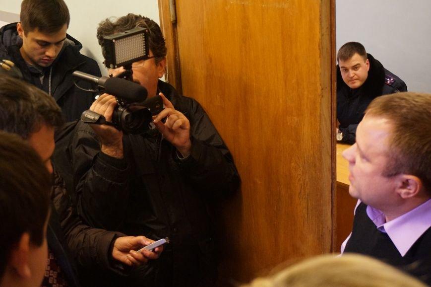 Криворожане пришли в горисполком требовать от председателя избиркома ответов по скоропостижному подсчету голосов (ФОТО) (фото) - фото 1