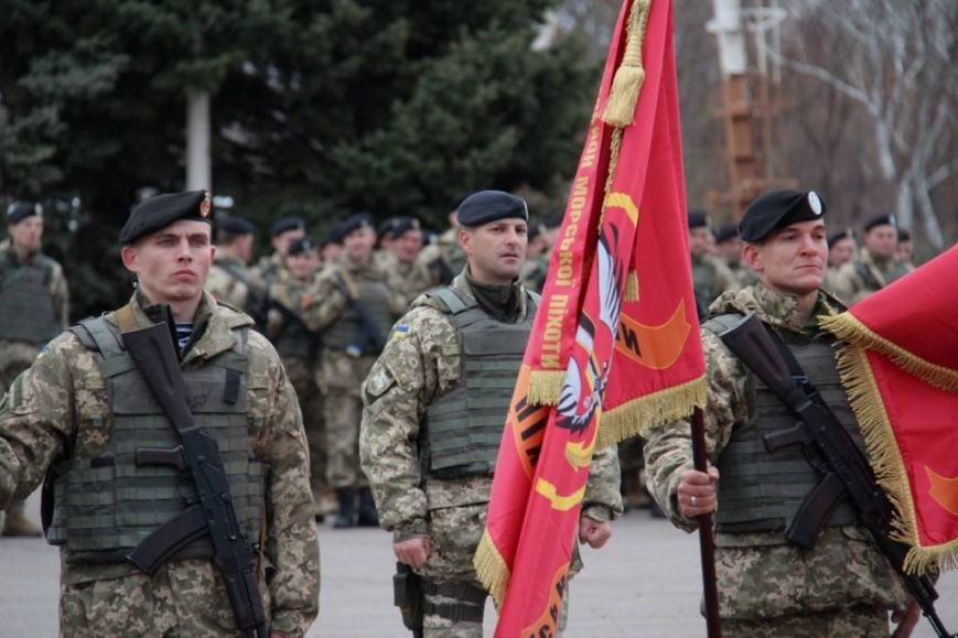 Морпехам, защищающим Мариуполь, вручили боевой флаг (ФОТО), фото-2