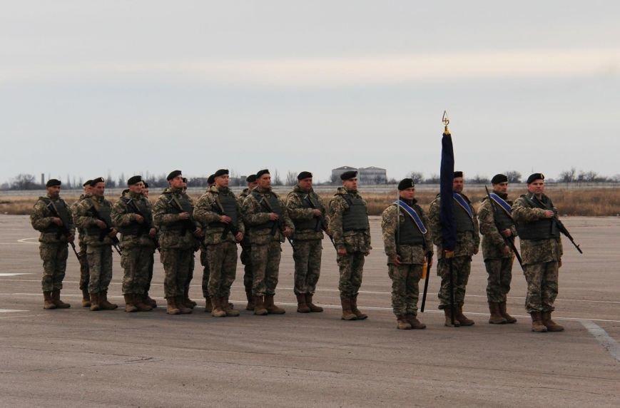Морпехам, защищающим Мариуполь, вручили боевой флаг (ФОТО), фото-1