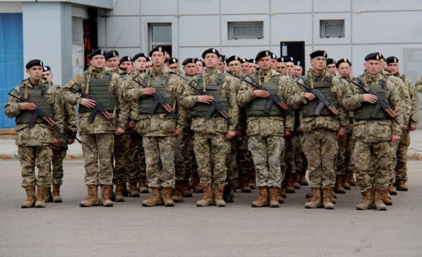 Морпехам, защищающим Мариуполь, вручили боевой флаг (ФОТО), фото-6