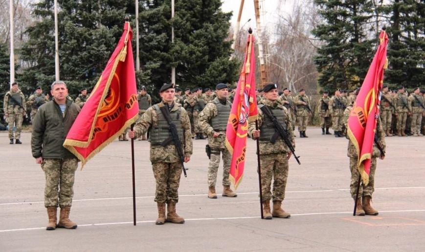 Морпехам, защищающим Мариуполь, вручили боевой флаг (ФОТО), фото-4