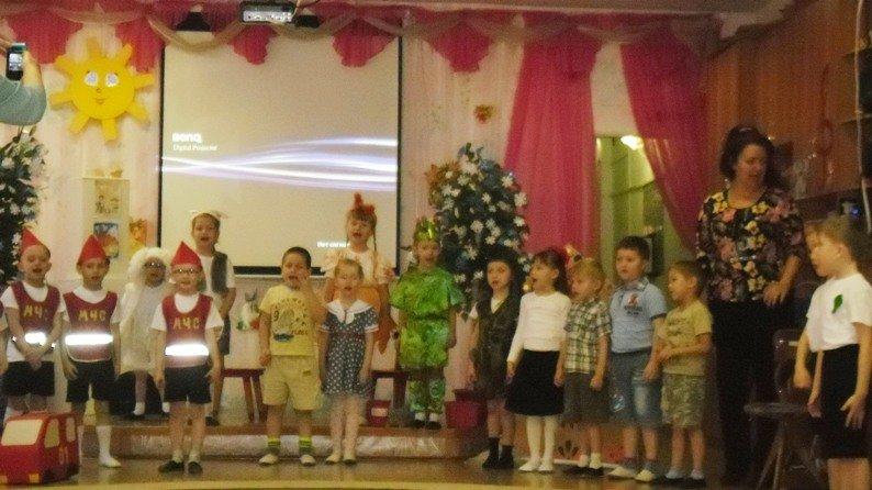 Воспитанники полевского детского сада  поздравили сотрудников МЧС (фото) - фото 1