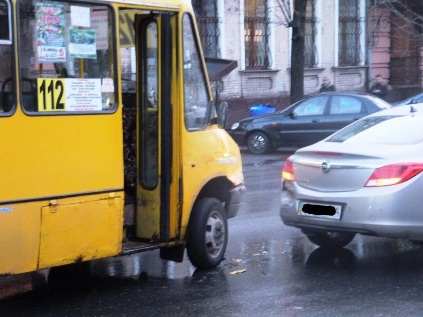 Вчера в Кировограде произошло еще одно ДТП с участием маршрутки (фото) - фото 1