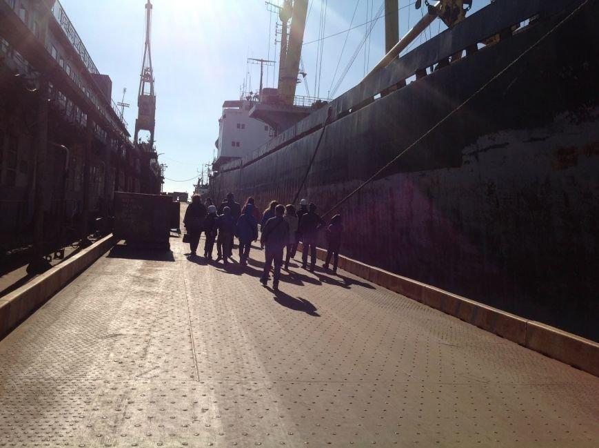 Мариупольские школьники побывали в порту и увидели, как ремонтируют корабли (фото) - фото 2