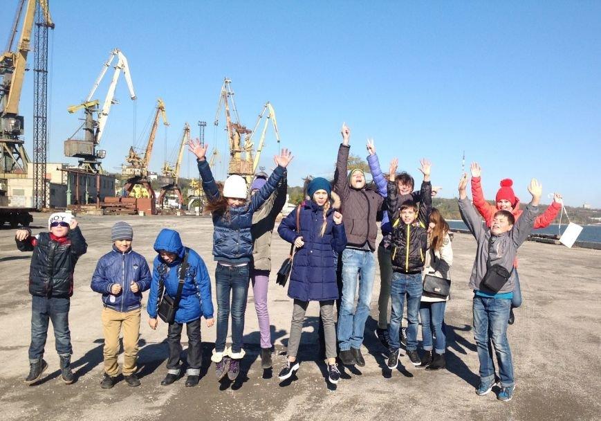 Мариупольские школьники побывали в порту и увидели, как ремонтируют корабли (фото) - фото 3