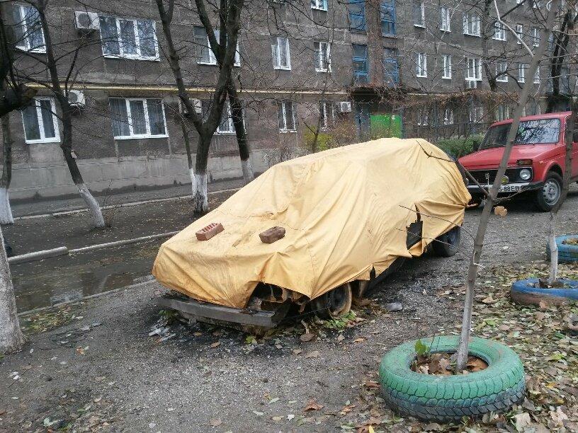 В Мариуполе сгорел автомобиль, припаркованный у подъезда (ФОТО), фото-1