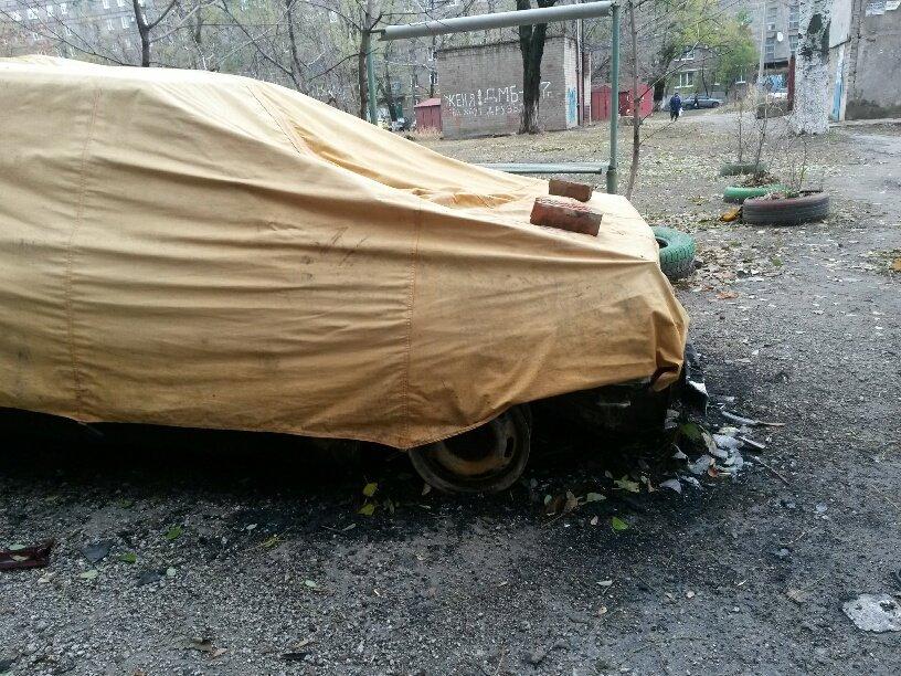 В Мариуполе сгорел автомобиль, припаркованный у подъезда (ФОТО), фото-2