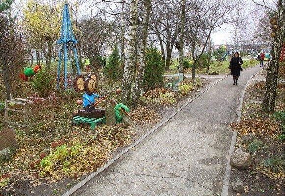 Фотофакт: в Гродно вандалы разгромили детскую площадку (фото) - фото 4