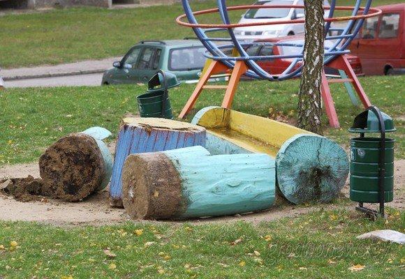 Фотофакт: в Гродно вандалы разгромили детскую площадку (фото) - фото 3