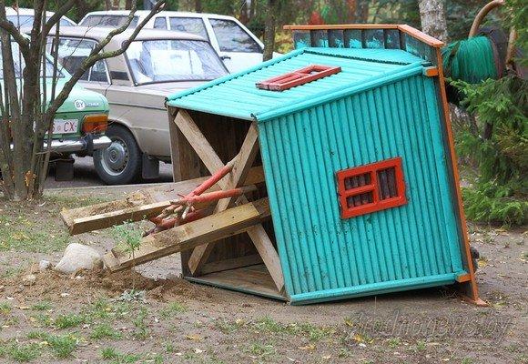 Фотофакт: в Гродно вандалы разгромили детскую площадку (фото) - фото 2