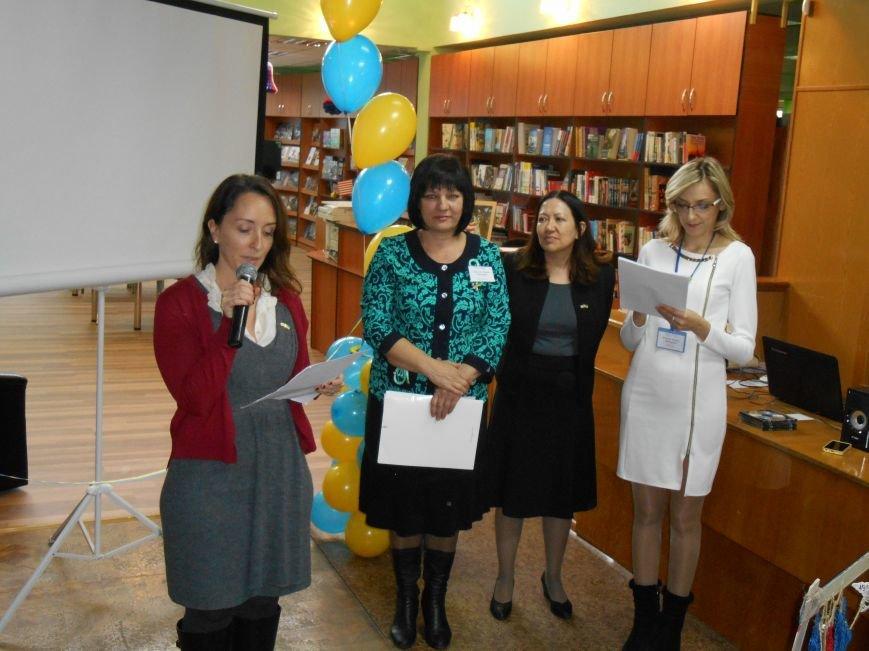 Сегодня в Центральной библиотеке Славянска торжественно открыли «Окно в Америку» (фото) - фото 2