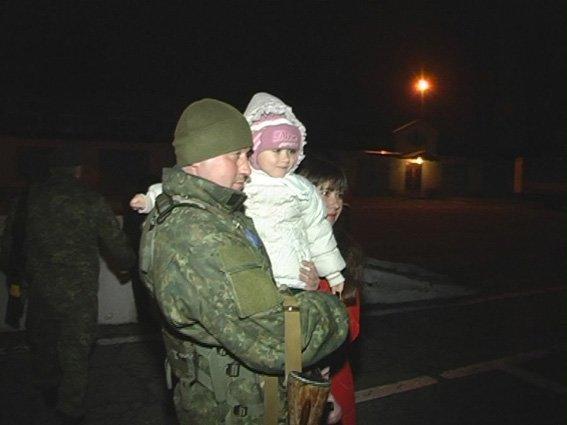 Вернувшимся в Сумы из АТО правоохранителям вручили отличия и удостоверения участников боевых действий (ФОТО) (фото) - фото 1