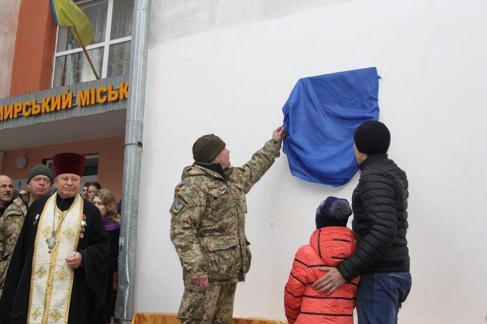 У Житомирі відкрили меморіальну дошку загиблому герою (фото) - фото 1
