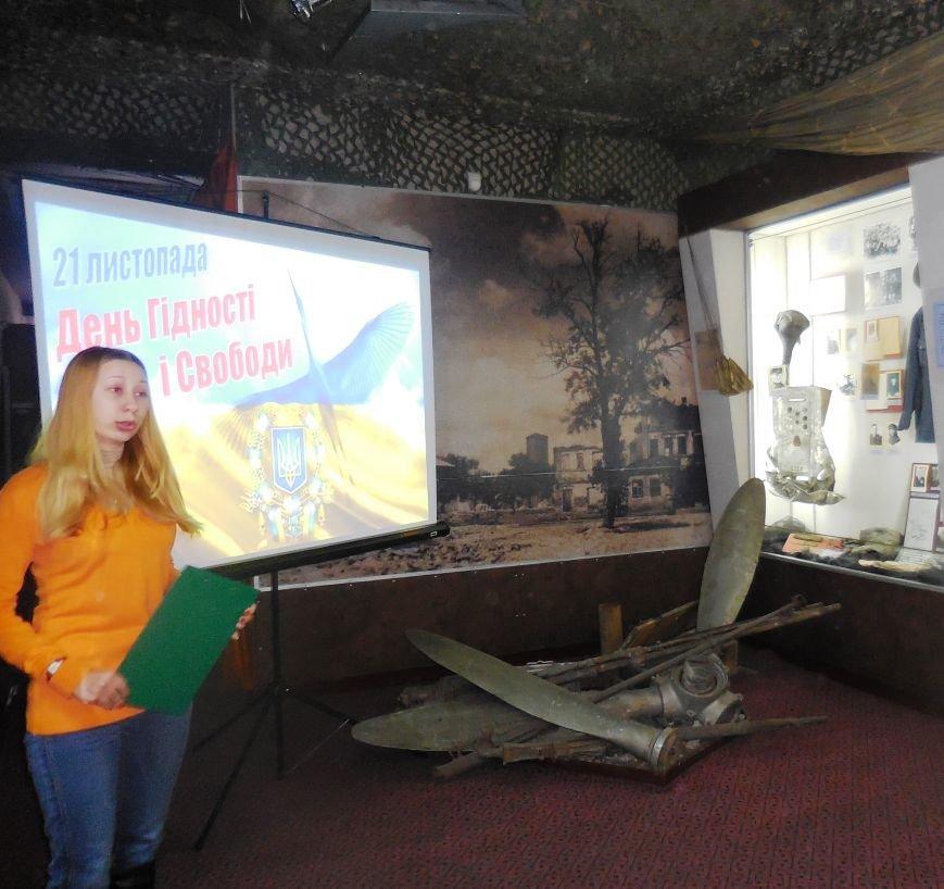 В Красноармейском музее школьники ощутили дух майдана (фото) - фото 2