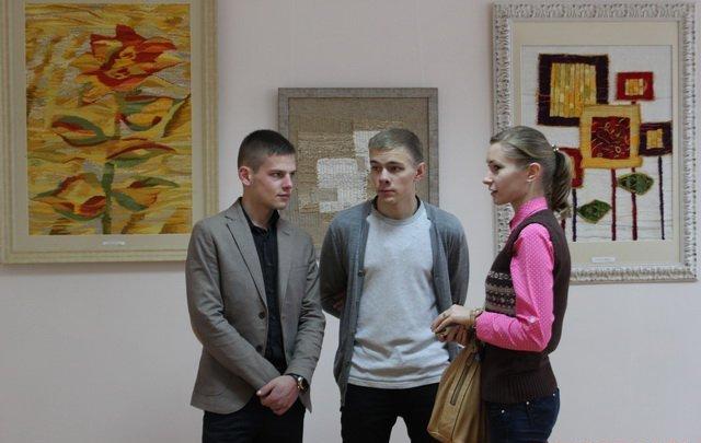 Юний вінницький художник відкрив виставку присвячену жертвам терактів у Парижі, фото-3