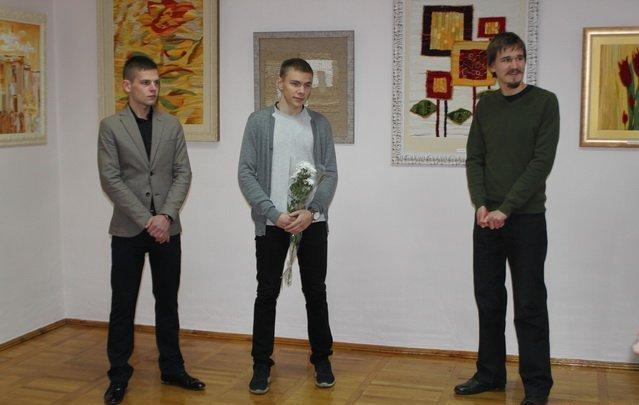 Юний вінницький художник відкрив виставку присвячену жертвам терактів у Парижі, фото-1