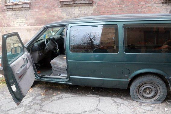 В багажнике автомобиля в Мариуполя обнаружили склад боеприпасов (фото) - фото 1