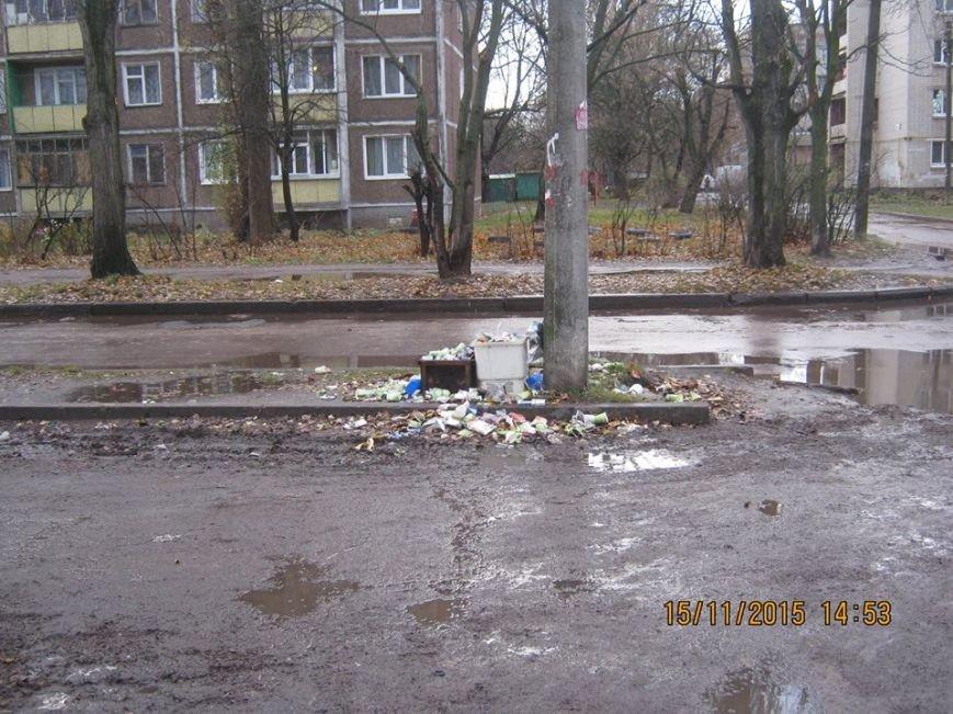 Водители черниговской маршрутки №32 ходят в туалет прямо на остановке, фото-5