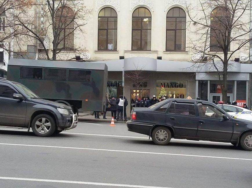 Возле Харьковского горсовета начали собираться активисты (ФОТО), фото-1