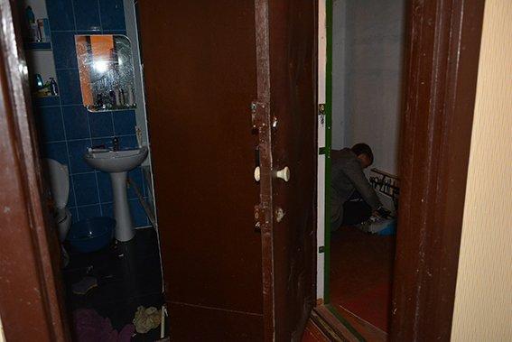 В центре Николаева мужчина обнаружил в своей квартире мертвых арендаторов (фото) - фото 4