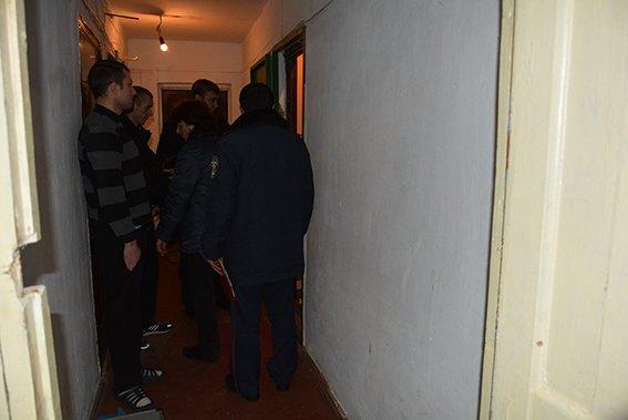 В центре Николаева мужчина обнаружил в своей квартире мертвых арендаторов (фото) - фото 3