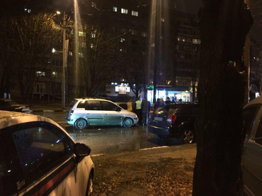 На Алексеевке иностранцы устроили «разборки» с харьковчанами возле одного из кафе (ФОТО) (фото) - фото 2
