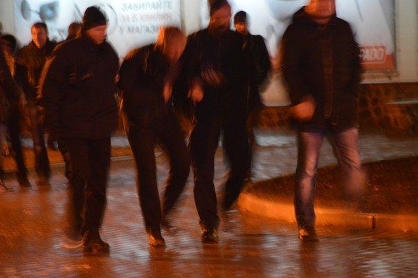 На Алексеевке иностранцы устроили «разборки» с харьковчанами возле одного из кафе (ФОТО) (фото) - фото 1
