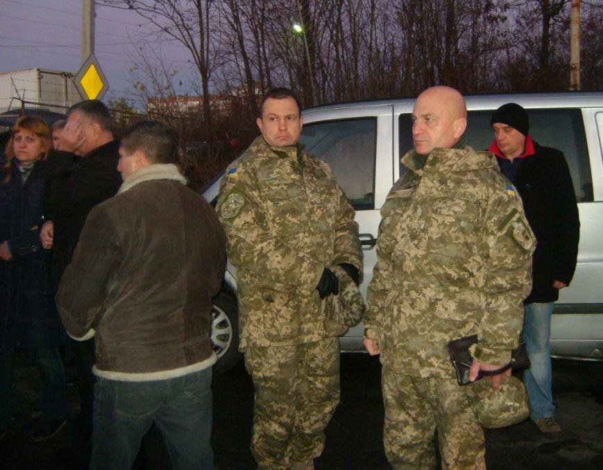Тернополяни зустріли тіло загиблого в АТО воїна 128-ї бригади (фото) - фото 1