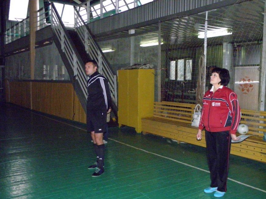 Команды ПТЛ Димитрова и Красноармейска блестяще сыграли в турнире по мини-футболу (фото) - фото 1