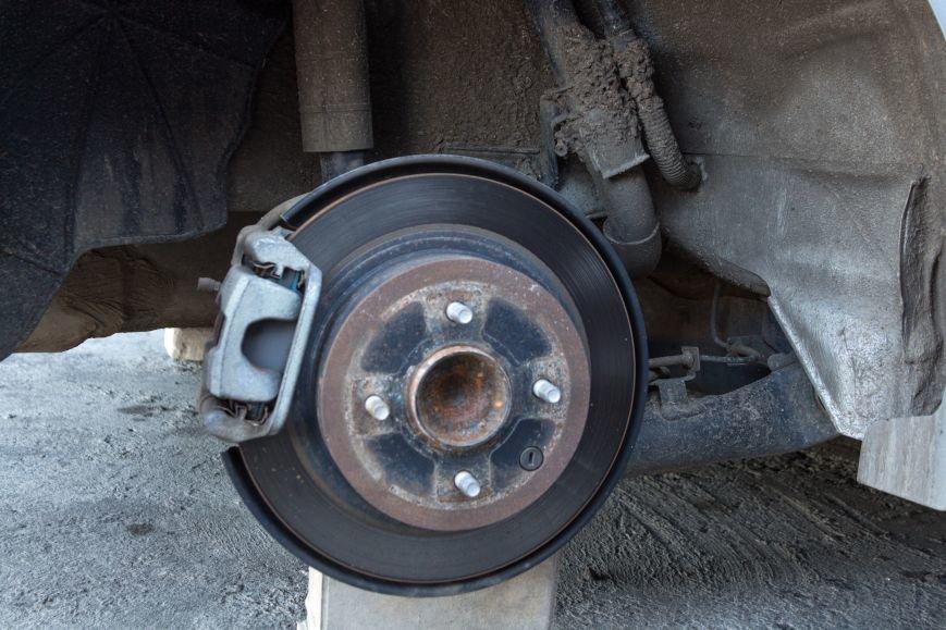 9fad407dcea7065216c124c6c979d13c Вежливые воры в Одессе у автомобиля сняли все колеса, но гайки оставили