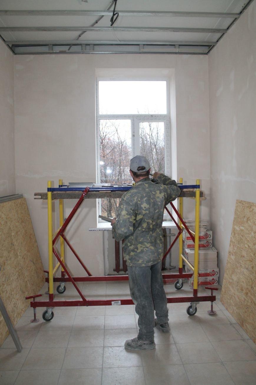 В Часов Яре продолжаются ремонтные работы амбулатории (ФОТО), фото-2