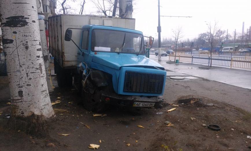 ДТП в Днепропетровске: хлебовозка сбила пешехода и врезалась в дерево (ФОТО), фото-3