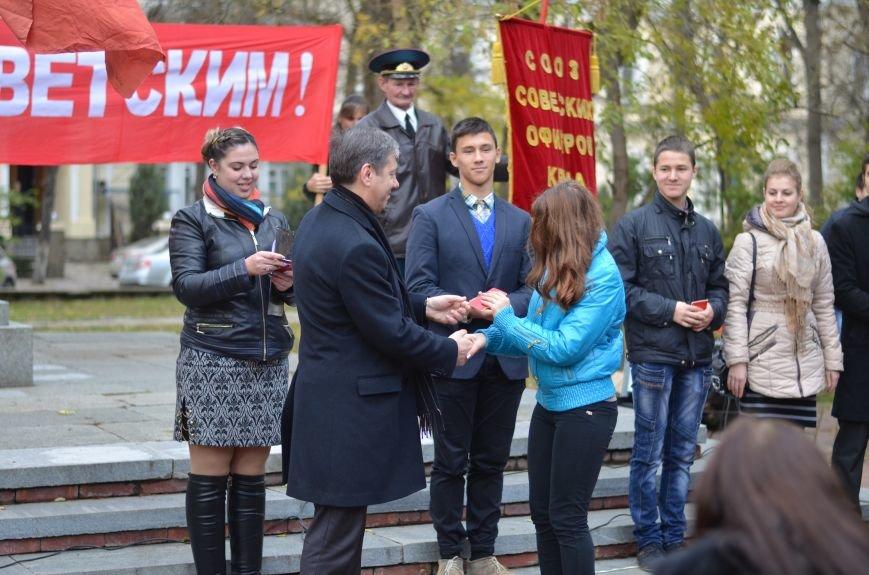 Сегодня в центре Симферополя коммунисты праздновали 95-летие установления Советской власти в Крыму (ФОТОРЕПОРТАЖ), фото-5