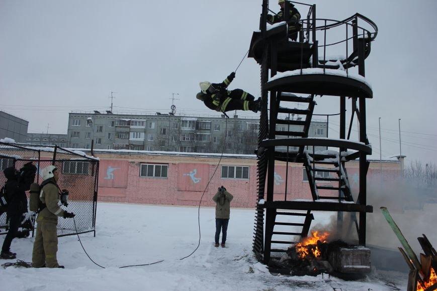Сыктывкарские журналисты на себе испытали особенности пожарной службы, фото-10