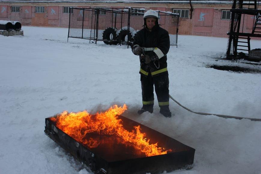 Сыктывкарские журналисты на себе испытали особенности пожарной службы, фото-20